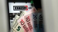 Ab 100 Euro Zahlungsrückstand kann der Strom abgestellt werden.