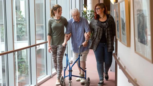 Pflegeversicherung: Mehr Geld allein hilft nicht