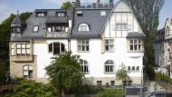 Glockengiebel und Dachterrasse - Jugendstilelemente mit modernem Luxus