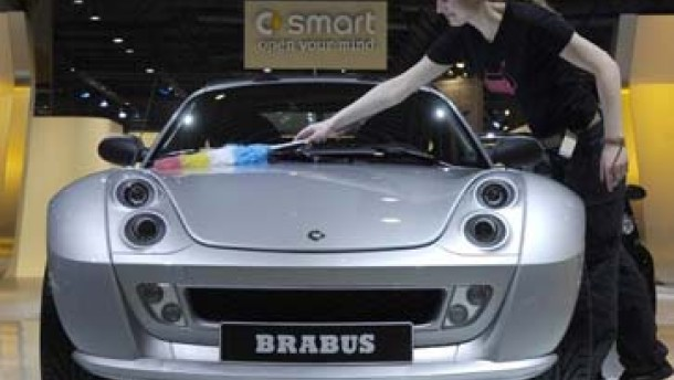 Smart schiebt Mercedes ins Minus