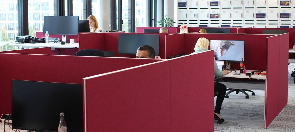 Moderne bürokonzepte  Moderne Bürokonzepte: Schreibtisch verzweifelt gesucht