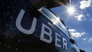 Muss sich Uber an Regeln für Taxi-Firmen halten?