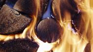 Die Flammen setzen Feinstaub frei.