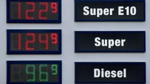 Diesel bleibt billiger als Benzin