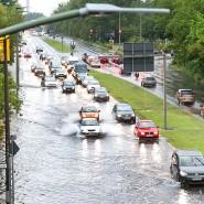 Berlin im Juli 2017: Überschwemmung auf der Märkischen Allee nach einem Unwetter