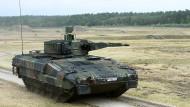 Der neue Schützenpanzer Puma wird auf dem Erprobungsgelände des Unternehmens Rheinmetall in der Lüneburger Heide offiziell vorgestellt.