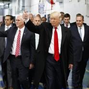 Daumen hoch, nur für wen? Donald Trump zu Besuch beim Klimaanlagenhersteller Carrier