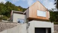Kaschiert: Seine wahre Größe zeigt das Haus erst im Innern.