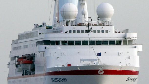 """Ehemaliger Kapitaen der """"MS Deutschland"""" kritisiert Reederei scharf"""