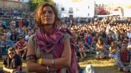 Gespannt, wie es weitergeht: Besucher eines Musikfestivals im portugiesischen Sines.