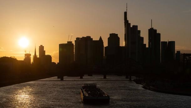 EZB: Banken verschärfen zu Jahresbeginn Standards für Unternehmenskredite
