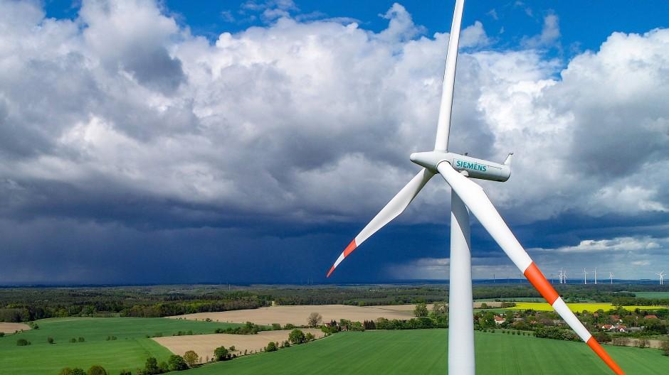 Eine Windenergieanlage von Siemens in Brandenburg