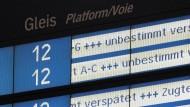 Ein häufiges Bild am Bahnhof: Viele Züge - vor allem im Fernverkehr - verspäten sich.