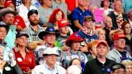 Unterstützer Donald Trumps hören einer Wahlkampfrede zu, die er am Montag in Colorado gehalten hat.