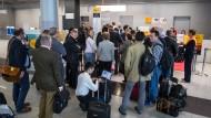 Zehntausende von Flugbegleiterstreik betroffen