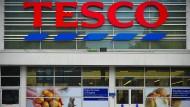 Um Erlöseinbußen zu vermeiden, fordert Unilever nun einen Aufschlag von britischen Supermarktkette wie Tesco.