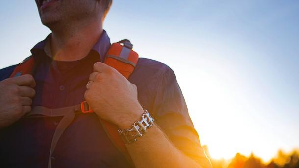 Ein Armband aus Werkzeugen