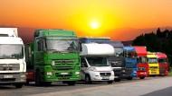 Lkw-Fahrer sollen sich die Prüfungsfragen für die Gefahrgut-Fahrerlaubnis einfach gekauft haben.
