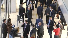 Viele Ökonomen: Nebeneinkünfte von Abgeordneten öffnen Korruption Tür und Tor