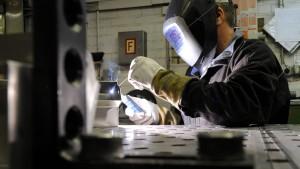 Zahl der Industrie-Beschäftigten steigt erstmals in 2020 wieder