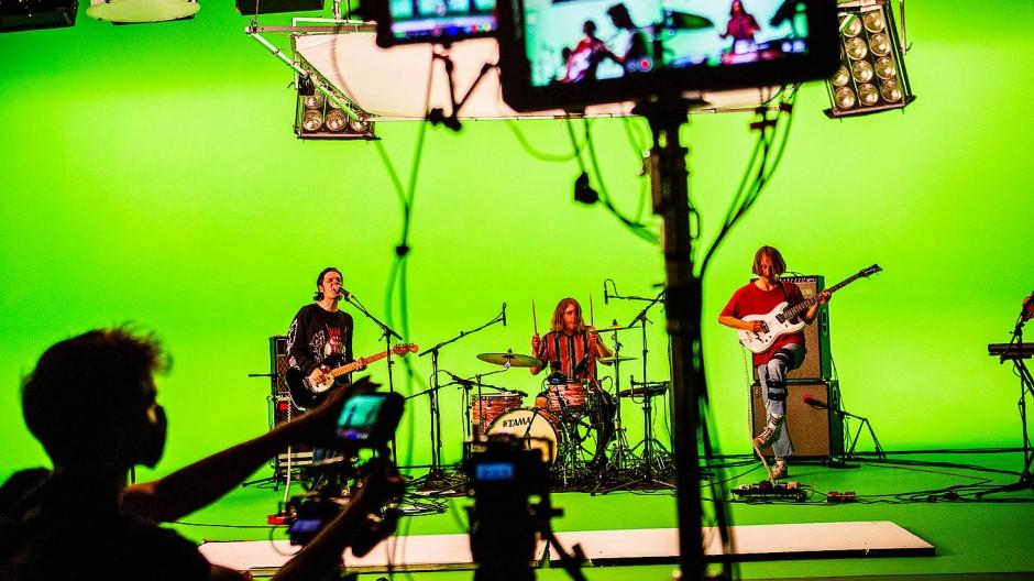 Nicht live, trotzdem aufwendig: die Berliner Band Pabst vor einem Green Screen während einer Aufzeichnung für den WDR