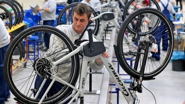 Hersteller verkaufen viel mehr E-Bikes