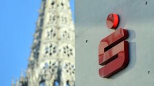 Sparkasse Ulm reduziert Zahl lukrativer Verträge radikal