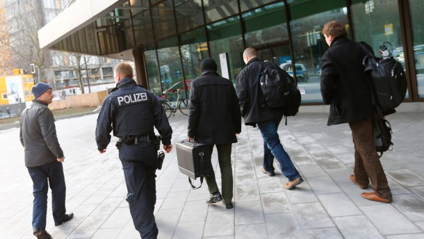 Police, tax investigators and state prosecutors stand outside headquarters of Deutsche Bank AG  in Frankfurt