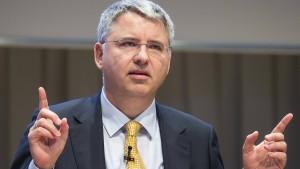 Der Roche-Chef verdient mehr als 13 Millionen Euro