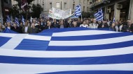 In Athen protestieren Rentner gegen Kürzungen.