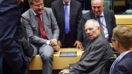 Wolfgang Schäuble im Gespräch mit anderen Finanzministern der Eurozone