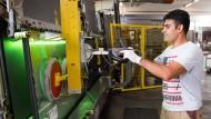 Produktion in Hessen: Hier werden Glasscheiben hergestellt.