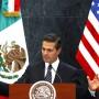 Ein Bild aus ruhigeren Zeiten: Mexikos Präsident Enrique Peña Nieto spricht während eines Besuchs von Obamas Vize-Präsident Joe Biden Anfang 2016.