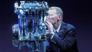 """Alan Mulally heimste während seiner Ford-Zeit den Preis """"International Engine of the Year"""" ein."""