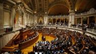 Portugals Links-Koalition hat gestern Abend im Parlament die amtierende Minderheitsregierung abgewählt.