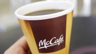 Mc Donald's belohnt Kunden, die Kaffeetassen mitbringen