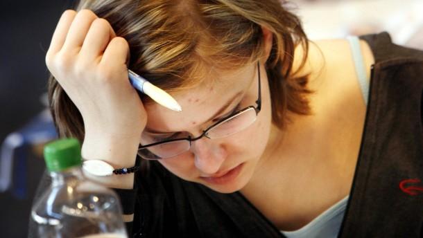 Schüler schreiben Abitur
