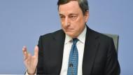 Europäische Zentralbank hält an großer Geldflut fest