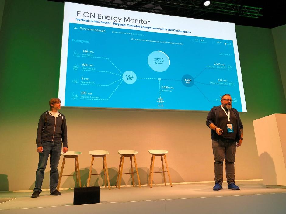 Johannes Brüderl und Alexander Alten-Lorenz stellen eine Eon-Plattform vor