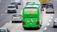 Fernbusse wollen Tempolimit auf der Autobahn lockern