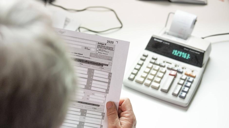 Papier und Taschenrechner waren früher: Heute gibt es Apps und Steuerprogramme