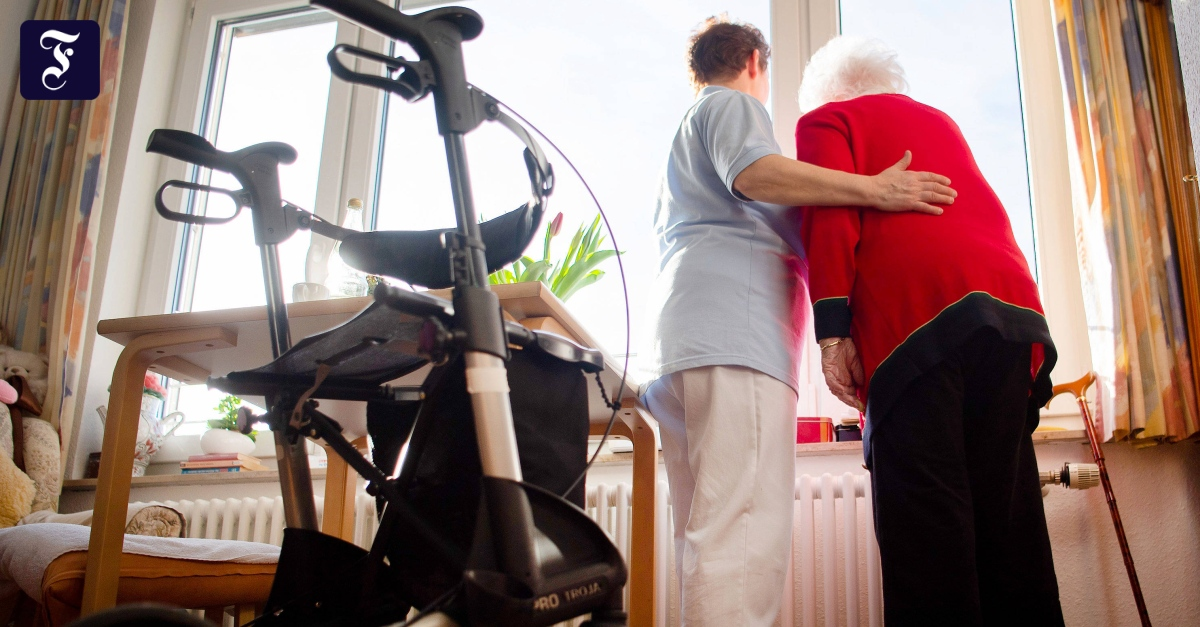 Spahn bringt neue Lohnvorschrift für Altenpflegekräfte auf den Weg