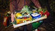 Viele weggeworfene Lebensmittel sind noch genießbar, können aber aufgrund der gesetzlichen Regelungen nicht einfach gespendet werden.