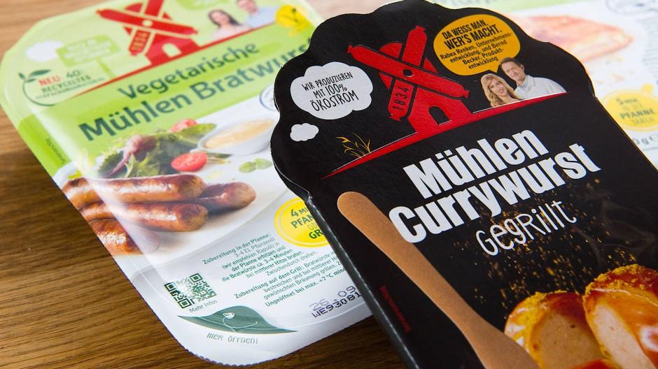 Rügenwalder Mühle will keine Currywurst aus Fleisch mehr verkaufen.