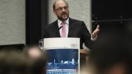 Martin Schulz wendet sich Familien zu, die vom Eigenheim nur träumen können.