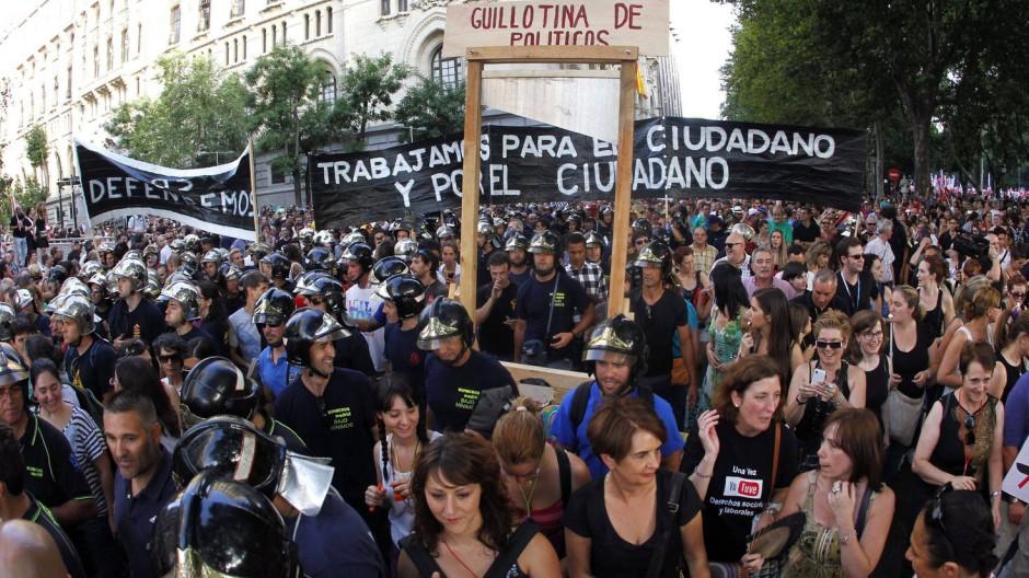Allein in Madrid nahmen mindestens 100.000 Menschen an den Kundgebungen teil.