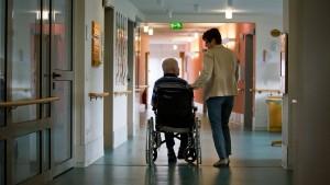 Fachkräftequote verschärft Pflegenotstand