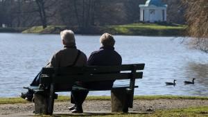 Mehr Senioren gehen ohne Abschläge in Rente