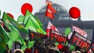 In der deutschen Öffentlichkeit ist TTIP ohnehin unbeliebt - nahezu von Beginn der Verhandlungen an.