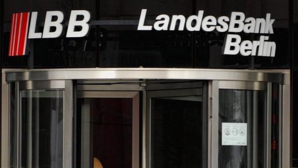 Sparkassen schreiben 850 Millionen Euro ab